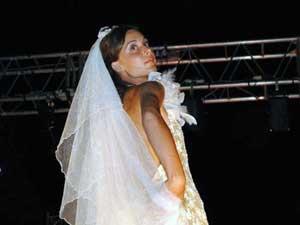 Sposa in rosso e oro abiti su misura Elins moda